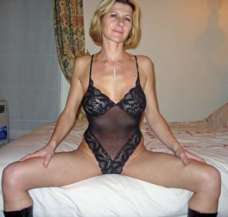 Adoptez une femme cougar sexy vraiment salope
