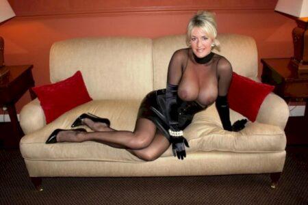 Femme cougar sexy soumise pour mec qui aime la domination de temps en temps libre