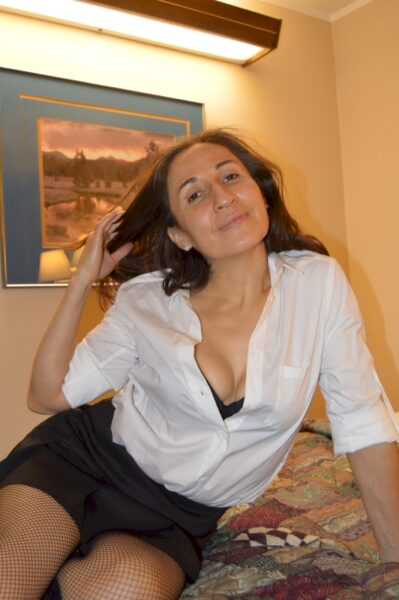 Femme maghrébine autoritaire pour gars qui aime la soumission