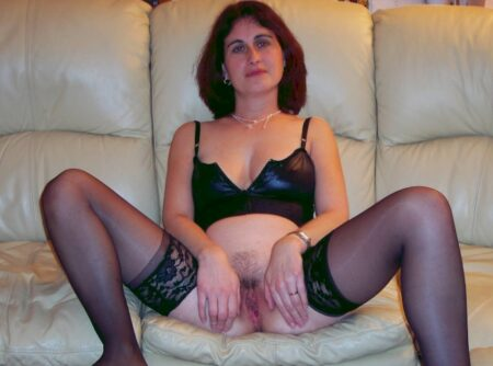 Jolie cougar sexy qui a besoin d'un plan q
